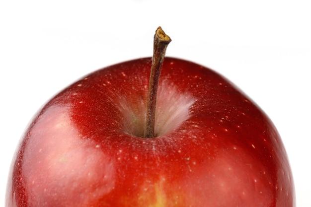 Variedade chefe vermelha close-up de maçã vermelha bonita isolada