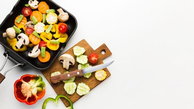 Variedade colorida de vegetais com espaço de cópia