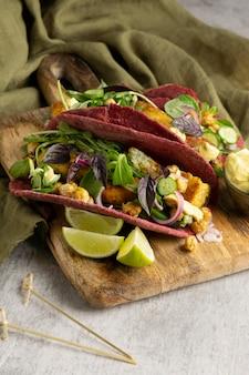 Variedade com deliciosa refeição vegana