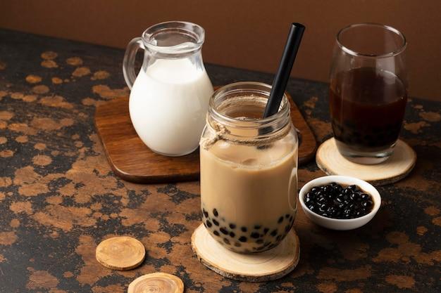 Variedade com delicioso chá tradicional tailandês