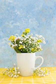Variedade com lindas flores da primavera