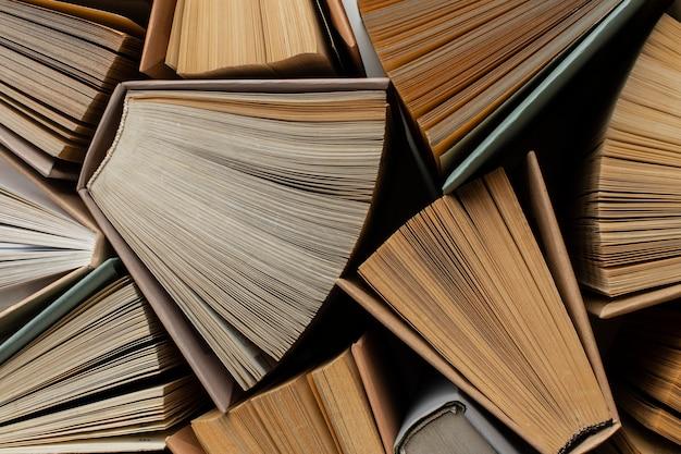 Variedade criativa com diferentes livros