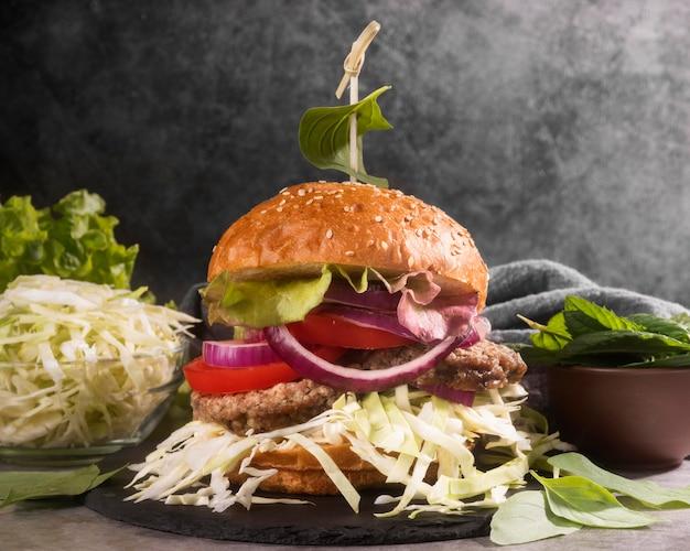Variedade criativa com hambúrguer