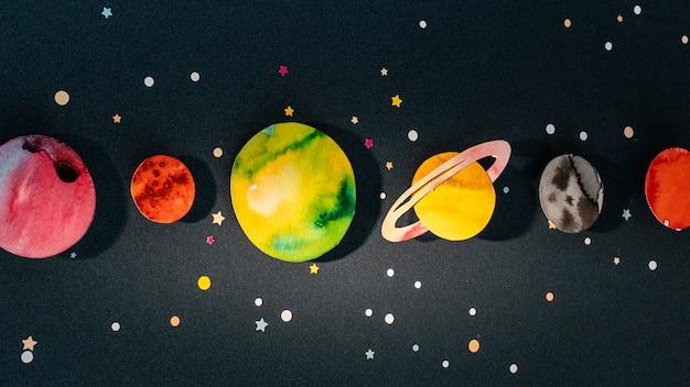 Variedade criativa de planetas de papel