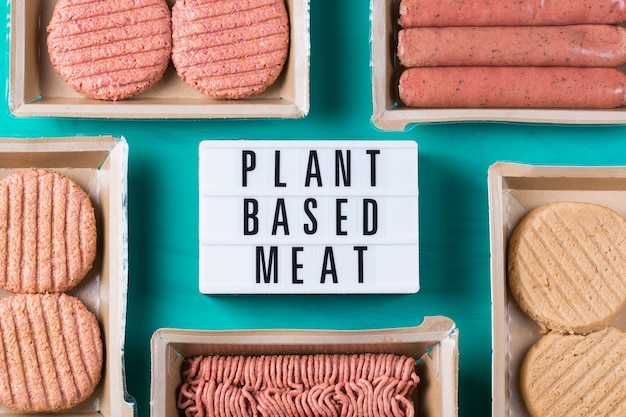 Variedade de alimentos à base de carne vegetal para reduzir a pegada de carbono