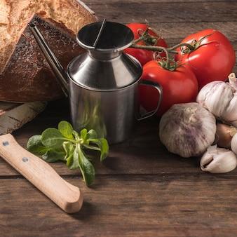 Variedade de alimentos de alto ângulo na mesa
