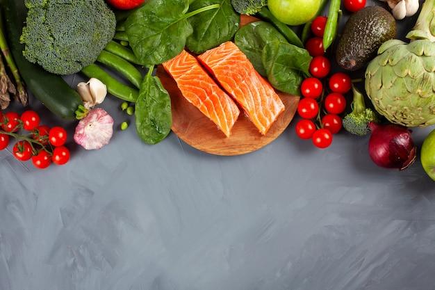Variedade de alimentos orgânicos saudáveis ricos em fibras, proteínas e antioxidantes