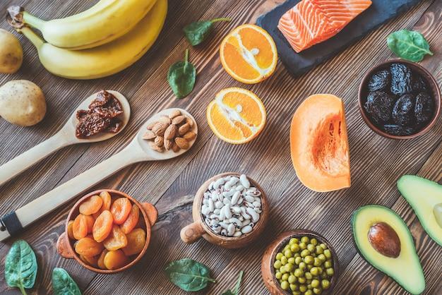 Variedade de alimentos ricos em potássio