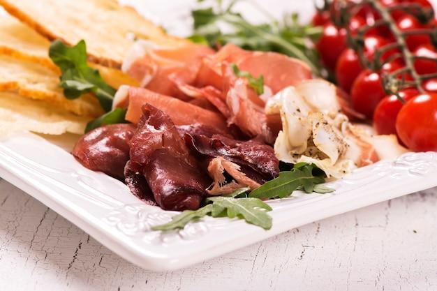 Variedade de aperitivos italianos tradicionais
