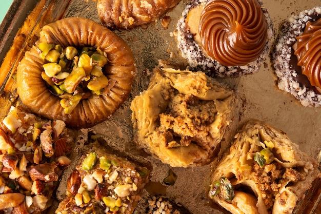 Variedade de baklava de sobremesa do ramadã