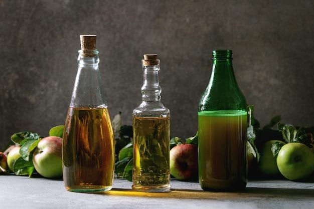 Variedade de bebidas de maçã