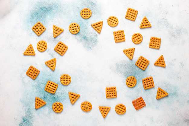 Variedade de biscoitos de sal.