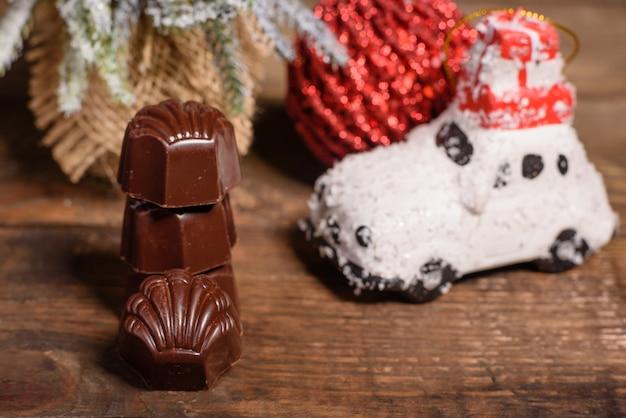 Variedade de bombons de chocolate finos