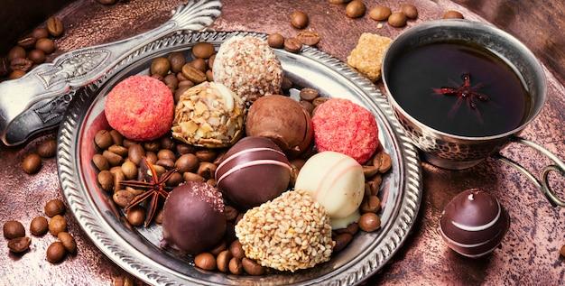 Variedade de bombons de chocolate
