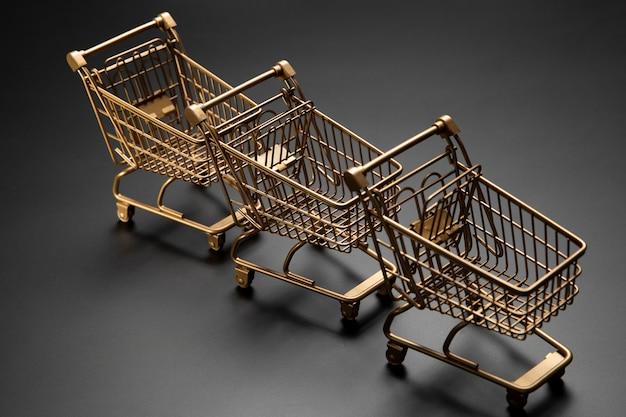 Variedade de carrinhos de compras black friday