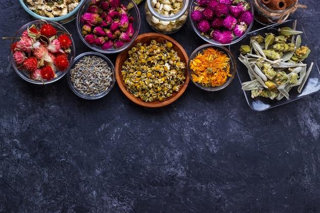 Variedade de chá de flores secas