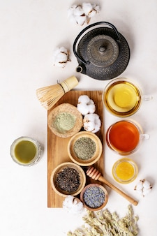 Variedade de chá verde, preto e matcha