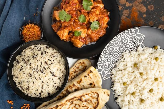 Variedade de comida indiana de cima