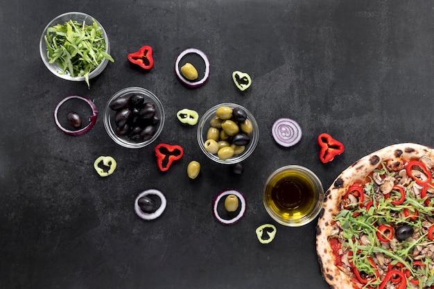 Variedade de comida italiana plana leiga