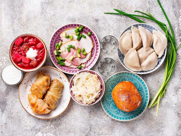 Variedade de comida tradicional ucraniana