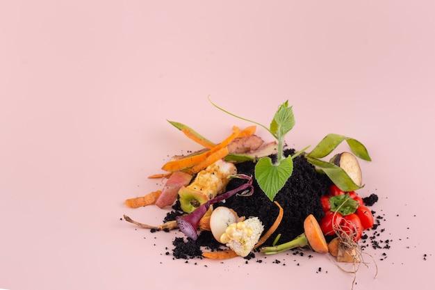 Variedade de composto feito de comida estragada com espaço de cópia