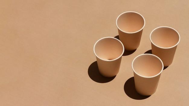 Variedade de copos com espaço de cópia