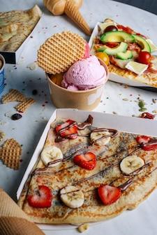 Variedade de crepes e sorvetes fast food