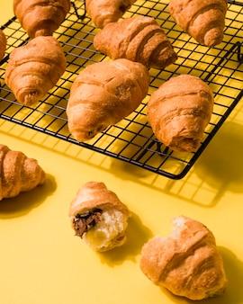 Variedade de croissants caseiros em close-up