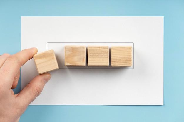 Variedade de cubos de madeira em branco