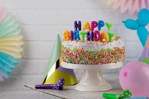 Variedade de decorações para bolos e festas
