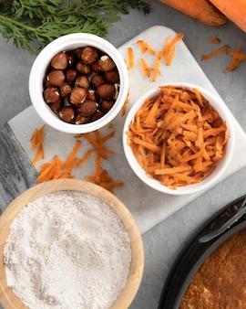 Variedade de deliciosa sobremesa saudável com cenoura