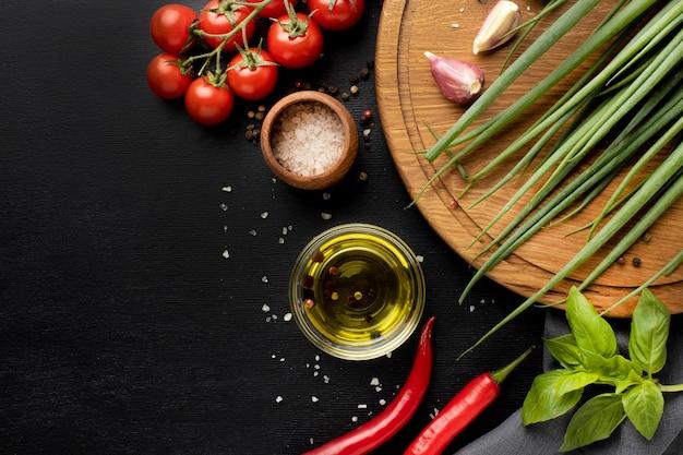 Variedade de deliciosos vegetais frescos com espaço de cópia