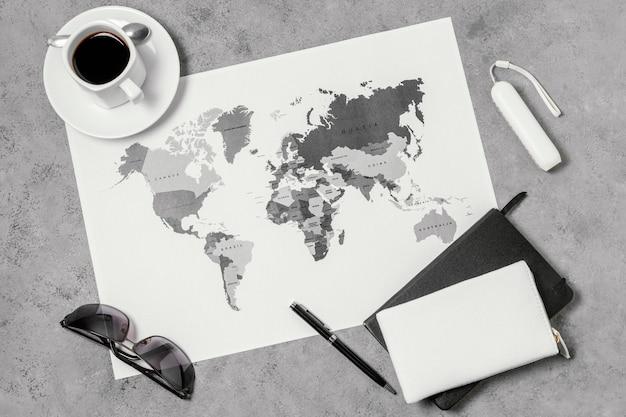 Variedade de diferentes elementos de viagem