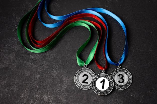Variedade de diferentes medalhas olímpicas