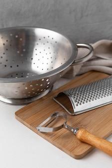 Variedade de diferentes objetos de cozinha