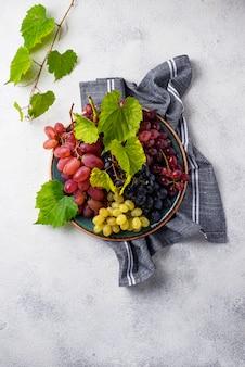 Variedade de diferentes tipos de uvas