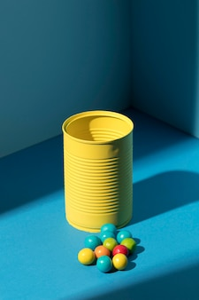 Variedade de doces coloridos de alto ângulo