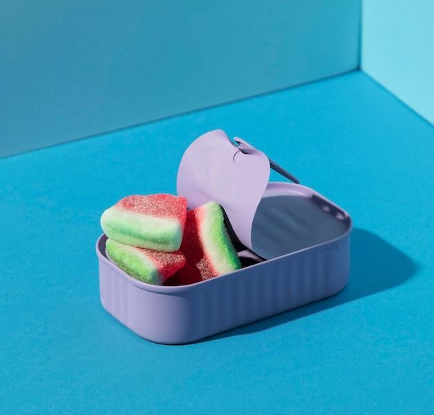 Variedade de doces de melancia de alto ângulo