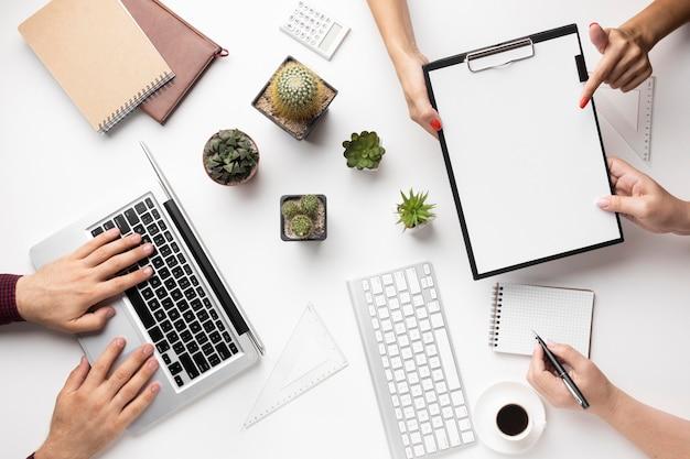 Variedade de elementos de escritório planos