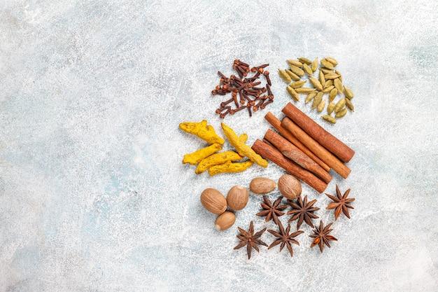 Variedade de especiarias de inverno.