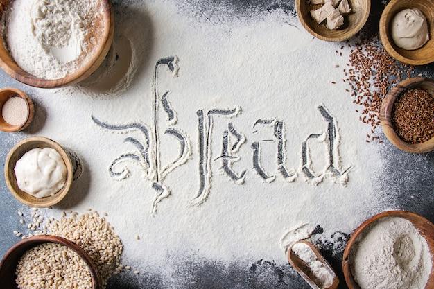 Variedade de farinha e grãos