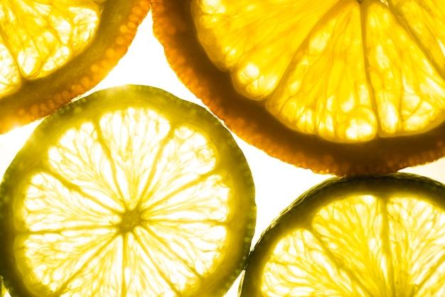 Variedade de fatias de limão