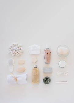 Variedade de ferramentas de cuidados da pele