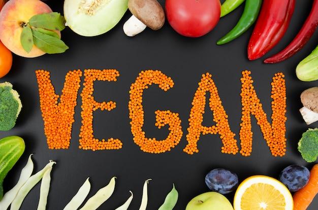 Variedade de frutas e legumes arranjados