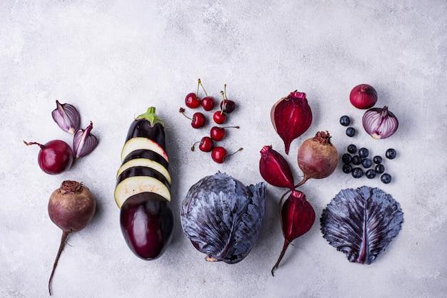 Variedade de frutas e legumes roxos