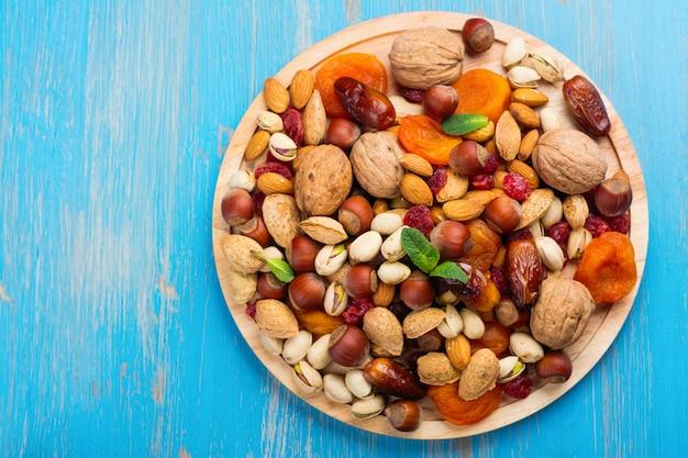 Variedade de frutas secas e nozes