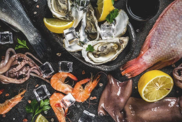 Variedade de frutos do mar crus frescos