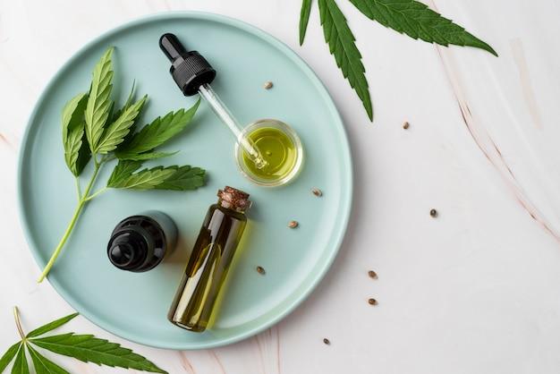 Variedade de garrafas de óleo de cannabis