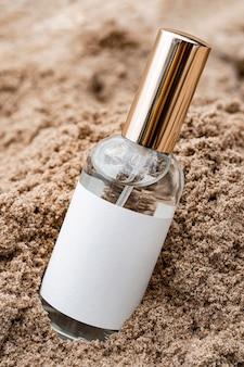 Variedade de garrafas de produtos de beleza para a pele