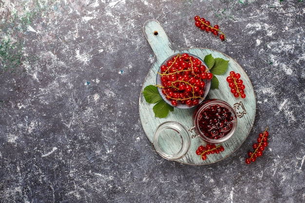 Variedade de geléias de frutas vermelhas, vista de cima
